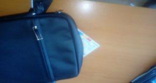 Document de identitate fals, ascuns în borsetă