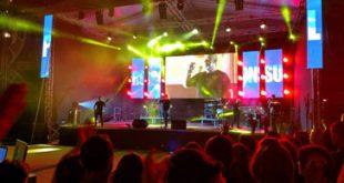 Mii de luminițe aprinse la concertul lui Proconsul