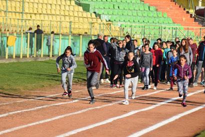 Zeci de copii au concurat la atletism