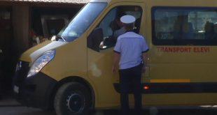 Șoferul unui microbuz școlar prins beat la volan