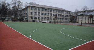 Terenurile de sport și locurile de joacă rămân închise