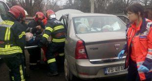 Bârlădean încarcerat în propria mașină, în urma unui accident!