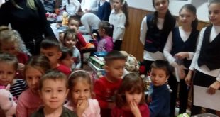 "Elevii Școlii ""Alexandra Nechita"" au organizat Târgul de Crăciun!"