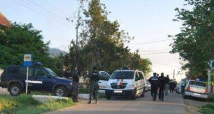 """Romii din Murgeni, """"măturați"""" de polițiști! 5 dintre membrii clanurilor de țigani au fost ridicați de mascați!"""