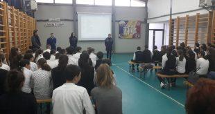 Jandarmii, în mijlocul elevilor de la Munteni de Jos