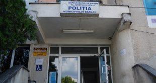 Doi bârlădeni, reținuți de polițiști, după ce au provocat un scandal într-un bar, agresând mai multe persoane