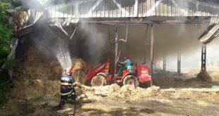VIDEO/ Incendiu la un depozit de furaje din Roșiești