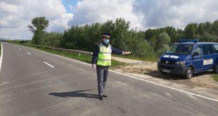 Un moldovean s-a ales cu dosar penal, după ce a fost prins conducând un ansamblu de vehicule fără a avea acest drept