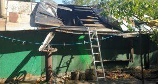 O casă a luat foc la Boțești, după ce un copil de 6 ani s-a jucat cu chibritul