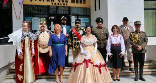 Parada costumelor feminine de epocă la muzeul din Vaslui