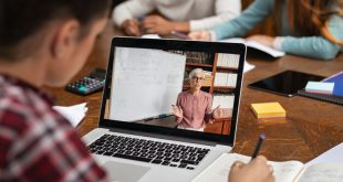 26 de clase de la 13 unități școlare trec la învățământ exclusiv online