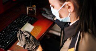 Carte de identitate falsă și bijuterii nedeclarate, confiscate la frontieră