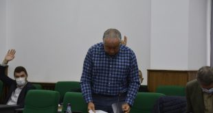 Consilierul care s-a contrat cu președintele CJ pe tema purtării măștii, prins fără mască în timpul ședinței!