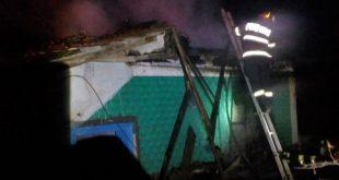Locuință salvată de pompieri la Popeni, comuna Zorleni