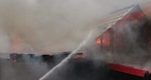 Pompierii vasluieni au intervenit în județul Iași, pentru stingerea unui incediu de locuință! Aceștia au găsit în casă trei butelii GPL pline!