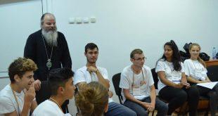 Episcopia Hușilor acordă burse unui număr de 10 elevi și 5 studenți