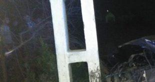 Un tânăr a intrat cu mașina într-un stâlp la Munteni de Jos