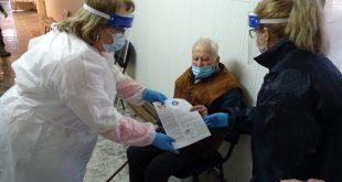Doi colonei în retragere ai Armatei Române, în vârstă de 101, respectiv 99 de ani, vaccinaţi anti-COVID