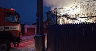 Locuință cuprinsă de flăcări la Bârlad