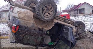 Autoturism ieșit în decor la Munteni de Sus: Trei persoane au ajuns la spital!