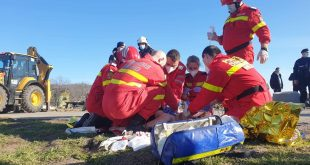 Bărbatul prins sub un mal de pământ a decedat