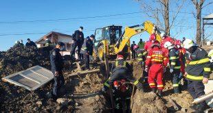 Update/ Victima a decedat! Muncitor în stare critică, după ce a căzut un mal de pământ peste el!